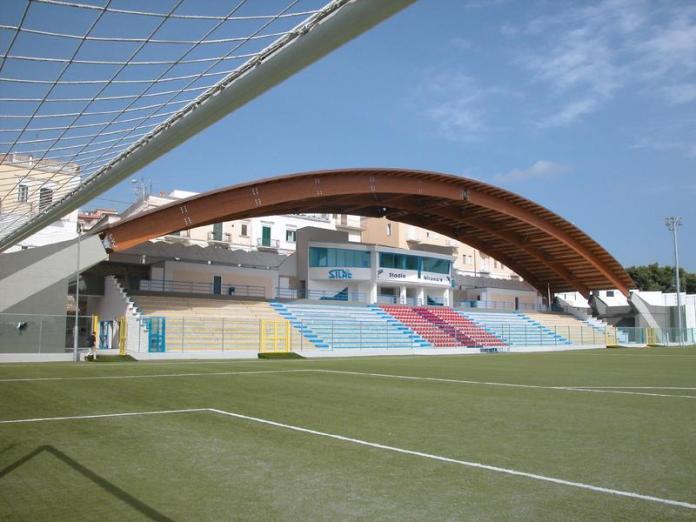 (Interno Stadio Miramare: www.holzbau.rubner - image@)
