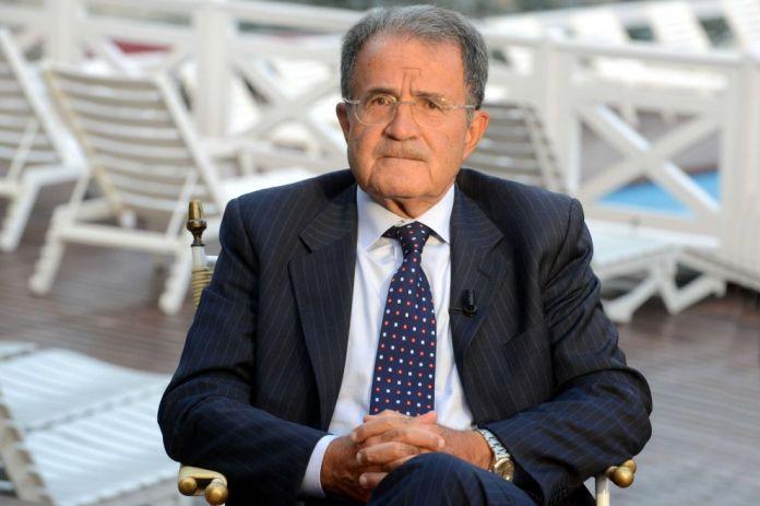 ROMANI PRODI A FOGGIA (ARCHIVIO) - Il Protocollo d'intesa per lo sviluppo di partenariato d'impresa tra l'area di Treviso e Vicenza e l'area di Foggia, fu siglato il 10 marzo 1998 a Palazzo Chigi, alla presenza del Presidente del Consiglio dei Ministri Romano Prodi