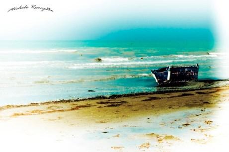 Piccola barchetta sulla spiaggia di Siponto (Ph: Michele Renzullo)