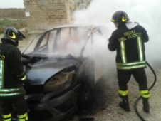 Auto in fiamme a Siponto (st)