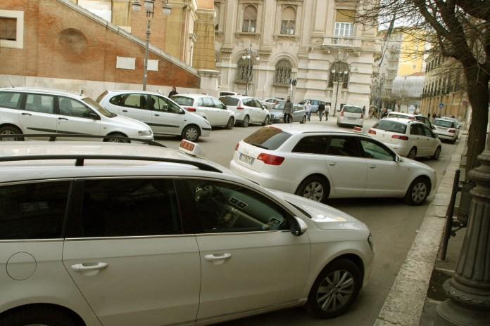 Una passata protesta dei tassisti a Foggia (dicembre 2014, ph: VINCENZO MAIZZI)