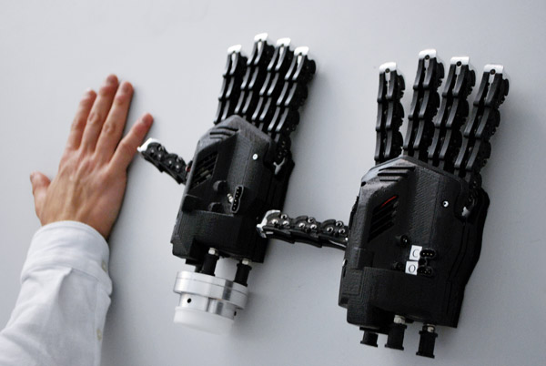 Mano bionica stampata in 3D, fonte: corriere.it