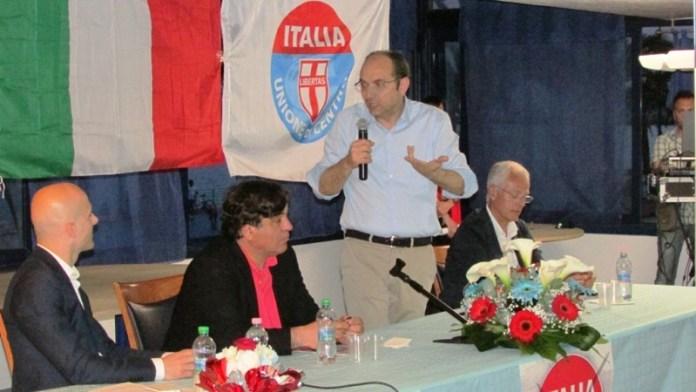 Da sx il candidato alle regionali pugliesi del maggio 31.05.2015 C.Titta, l'on. Angelo Cera, il sindaco Riccardi, il commissario Ricucci (ph statoquotidiano)