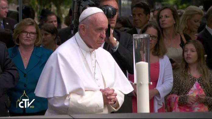 Papa Francesco prega a Ground Zero-New York (YOUTUBE)