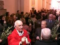 Domenica delle Palme nella Chiesa di S.Francesco. Don Antonio Di Lauro mentre benedice le palme