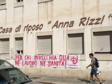 """Manfredonia, sciopero lavoratori Casa di riposo """"Anna Rizzi"""": """"Il lavoro è un diritto"""" (FOTO)"""
