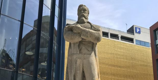 http://www.mancunianmatters.co.uk (friedrich_engels_statue_manchester_andrew_greaves_mm1)