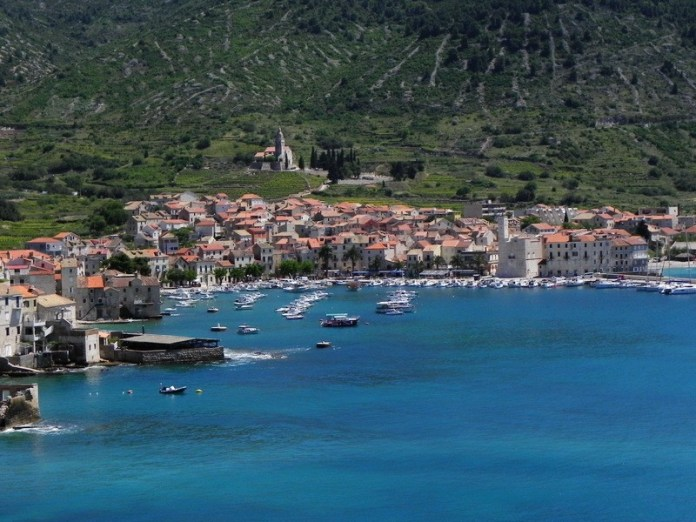 Komiza, Vis - Fonte image Croatia Holidays Charter