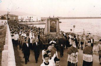 Fine anni '50- Inizi anni '60-quando il Sacro Quadro dopo la Festa della Madonna veniva riportato alla chiesa di Siponto.Foto G.Losciale