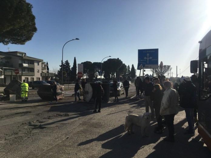 Protesta residenti Borgo Mezzanone (Foggia), condizioni fatiscenti territorio. Ph di Tatiana Bellizzi