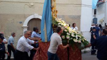 Devoti edili portatori del Sacro Quadro della Madonna del Carmine