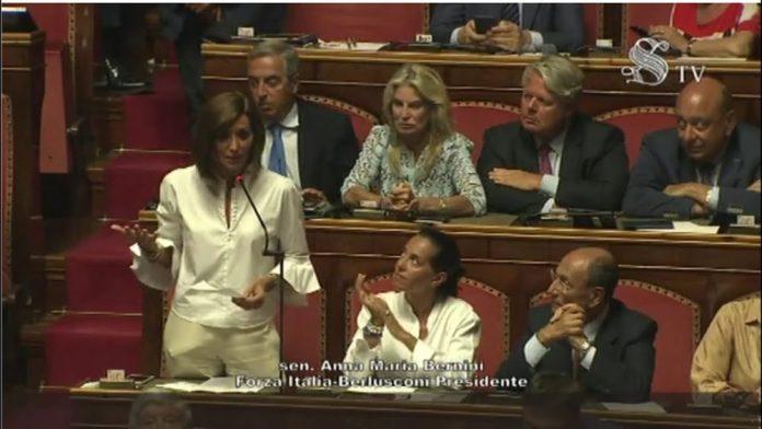 """Conte """"Mi dimetto"""". Duri attacchi a Salvini"""