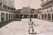 Anni '40- Cinema Impero-Michele Totaro e Raffaele Frattaruolo durante una partita di tennis-in fondo la cabina proiezione film