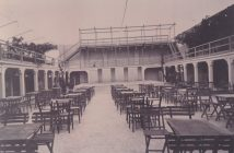 COPERTINA Il cinema Impero quando era locale di intrattenimento. In fondo, il palco per le orchestrine-Ph Gino Losciale
