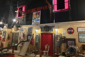 Nella-foto-di-Michele-Guerra-alcuni-reperti-del-Cinema-Impero-conservati-nel-bellissimo-Museo-dei-Pompieri-e-della-Croce-Rossa-realizzato-da-Michele-Guerra-a-Manfredonia-zona-D46.jpg