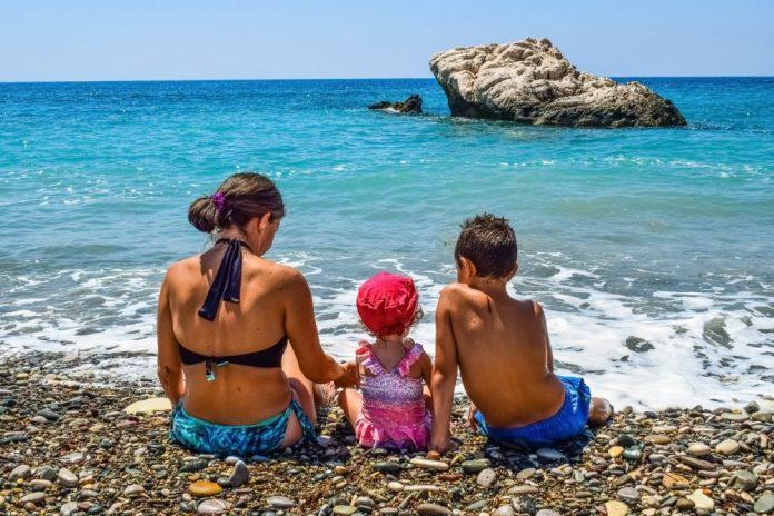 IMMAGINE IN ALLEGATO (Vacanze al mare in famiglia)