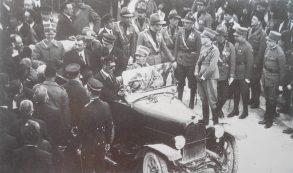 30 APRILE 1923-corso Manfredi-Umberto II di Savoia in visita a Manfredonia-Nell'auto regale avanti al Principino il Sindaco Simone