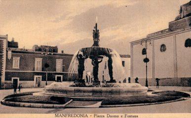 Foto d'epoca- Manfredonia-Piazza Duomo-Fontana Pisciterlli