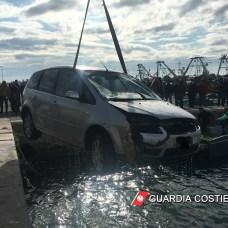 Manfredonia. Recupero mezzo in mare (sq)