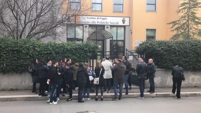 PROTESTA MAMME ESTERNO ASSESSORATO AI SERVIZI SOCIALI (Ph enzo maizzi, Foggia 25.02.2020)