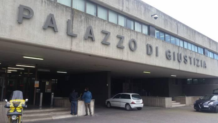 INGRESSO TRIBUNALE DI FOGGIA (PH ENZO MAIZZI, FOGGIA 02.03.2020)
