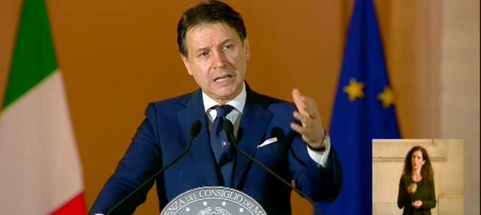 Roma, 17 maggio 2020. Il Presidente Conte ha firmato il Dpcm recante le misure per il contenimento dell'emergenza epidemiologica da Covid-19 in vigore dal 18 maggio.