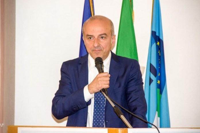 E' la richiesta di Gianni Verga, segretario generale della UIL Scuola Puglia, rivolta al presidente della Regione Puglia e ai parlamentari del PD pugliesi.