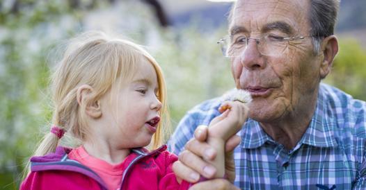 Bonus baby sitter anche ai nonni, purché non conviventi (fonte corriere web)