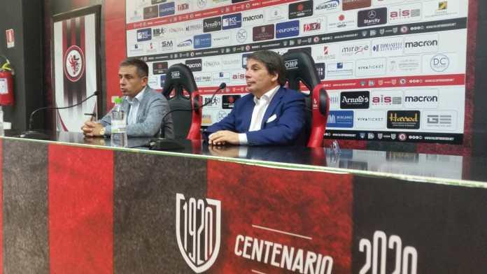 Sarà Eziolino Capuano a guidare il Foggia 2020/21 con tutta la sua grinta ed il suo entusiasmo, mostrato già durante la conferenza di presentazione di questa mattina