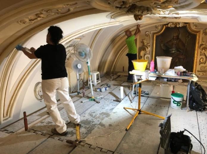 I lavori di recupero e restauro del Bene Ecclesiastico sono iniziati nel mese di agosto con gli allestimenti dei ponteggi. Dopo la pausa estiva le attività lavorative sono riprese a gran ritmo con un team di 4 restauratori e due imprese di restauro.
