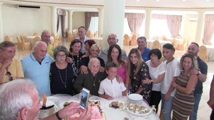 Ischitella si conferma ancora una volta terra di centenari. L'ultima ad aver compiuto 100 anni è Libera D'Errico, una simpatica nonnina che ha festeggiato l'8 Settembre questo importante traguardo, nel giorno della Festa della Madonna delle Grazie.