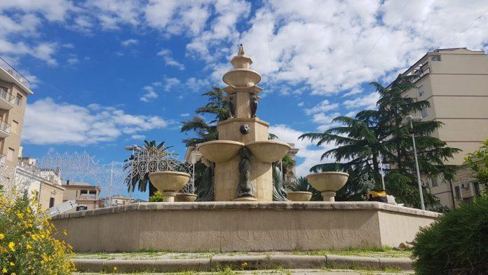 Maria SS del Soccorso a San Severo, fontana monumentale di veste