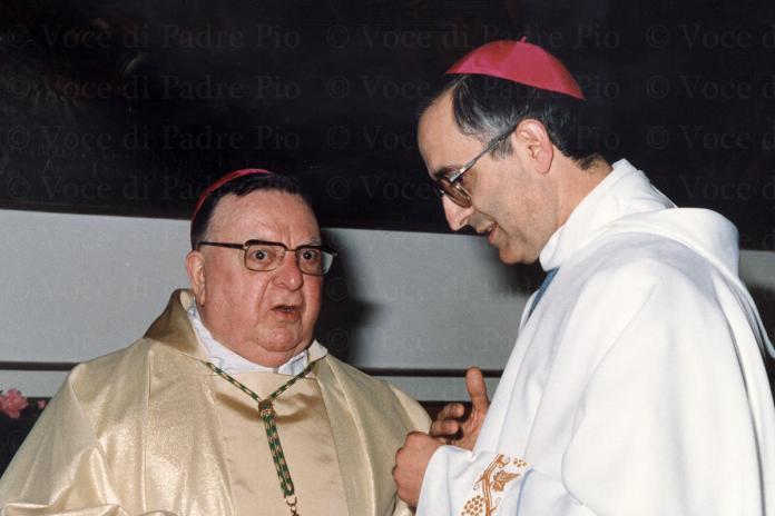 MONS.-VAILATI-A-COLLOQUIO-CON-MONS.-D.-DAMBROSIO-CHIUSURA-PROC-DIOC-1990