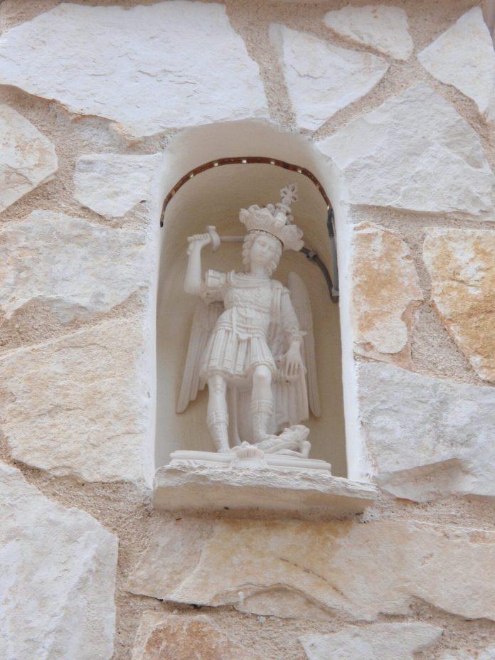 COPERTINA -Abitazione di Cosimo Ciuffreda - ex commerciante di vino -Scultura di San Michele in pietra di Monte di Michele Perla -Sammecalere-