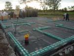 Kotvení základových prahů systému Modul-LEG® do základů pomocí dodaných turbošroubů -Prováděno bez koordinátora stavby