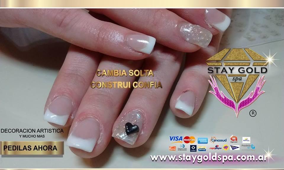 modelo de uñas black heart nails