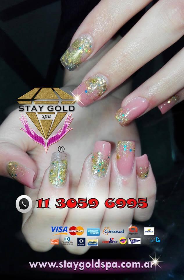 modelo de uñas esculpidas golden rain nails