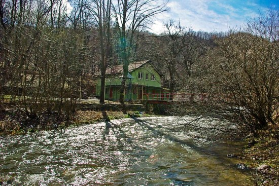 Planinarski dom u Lisinama