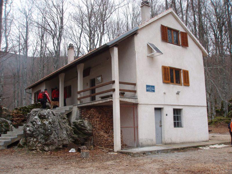 Planinarski dom Brezovac na 1050 m