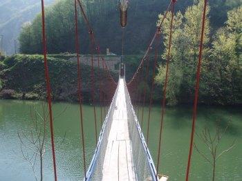 Prelaskom viseceg mosta na Moravi zapocinje pesacka tura