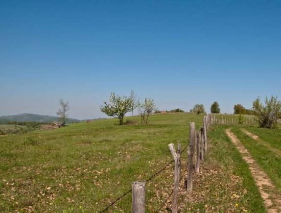 Kolotrazi često idu duž ograda planinskih imanja