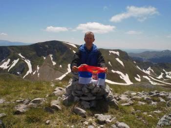 Na vrhu Kozje strane(2013 m.n.v.) - u pozadini vrh Bregoč