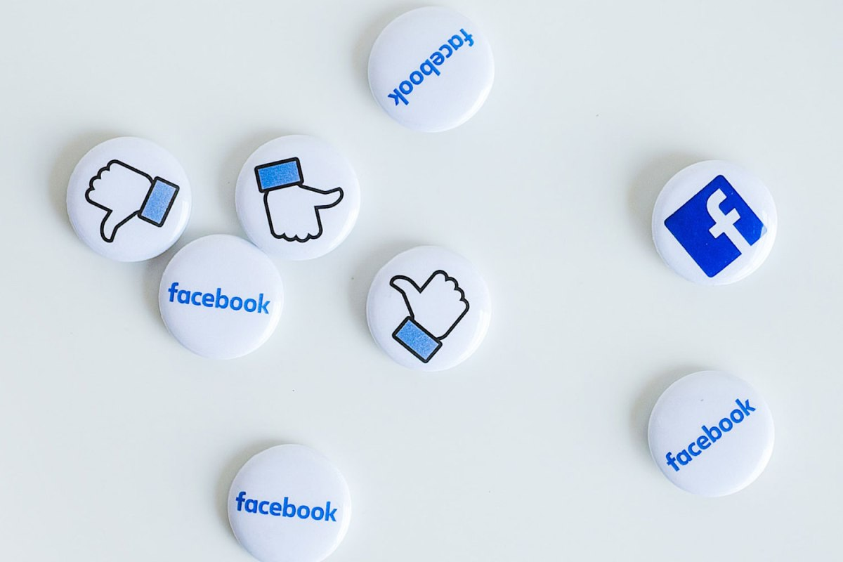 Social media buttons for your home improvement company