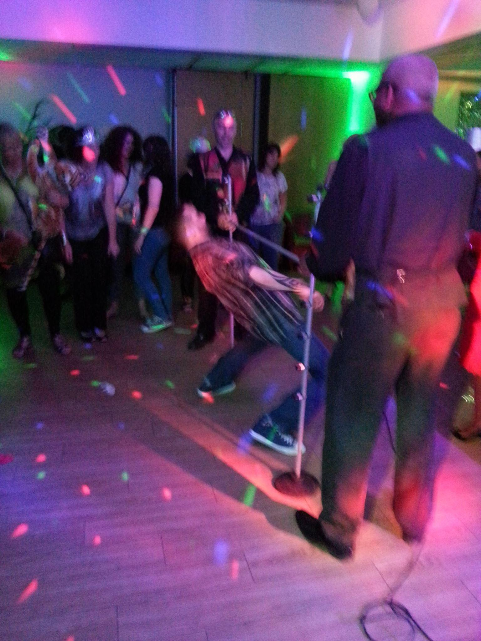 Limbo_dancing_party_steelband