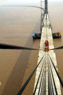 Donghai Bridge under construction