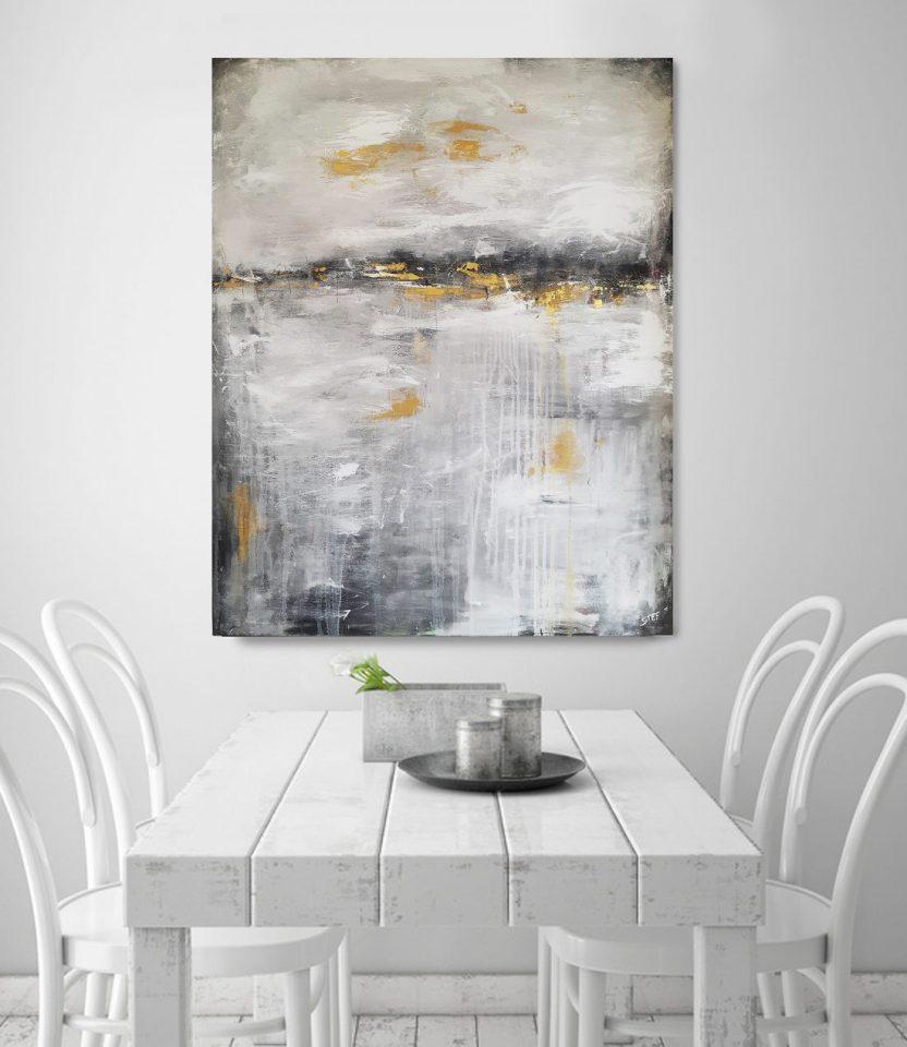 abstraktes Leinwandbild in Grau und Gold von Künstlerin Stefanie Rogge