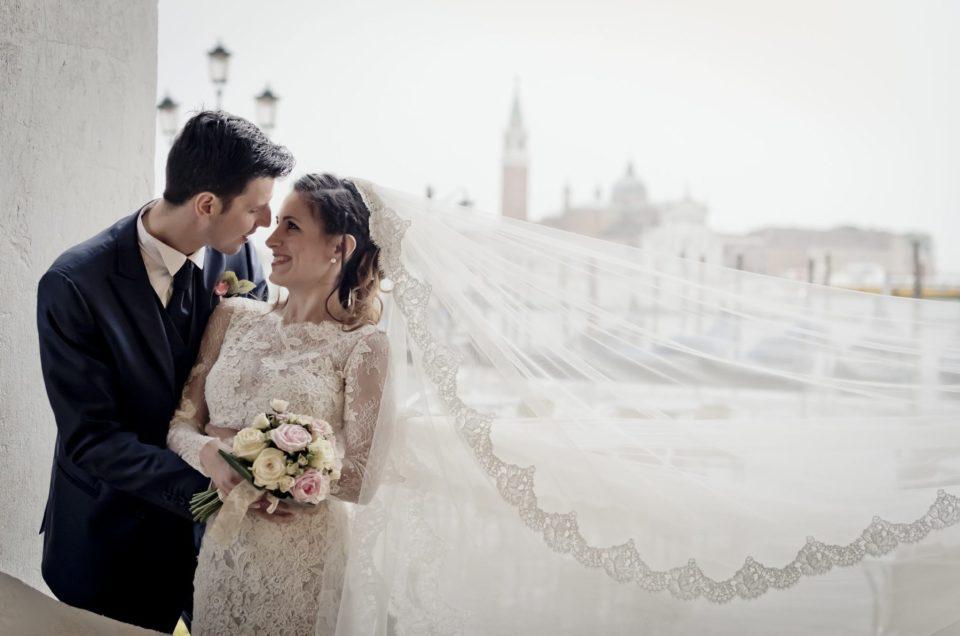 Lo scatto di un'emozione: l'abito da sposa nell'album matrimoniale
