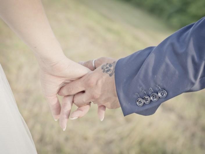Sposi mano nella mano bon ton della sposa