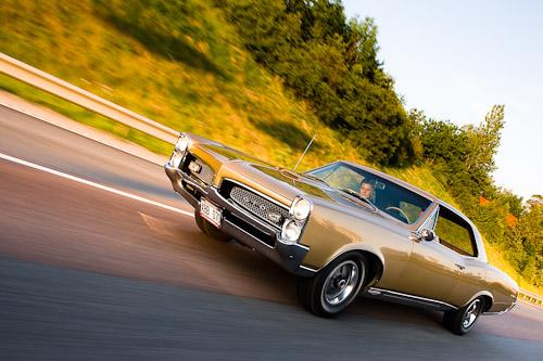 Bilfotografering av en GTO på motorväg