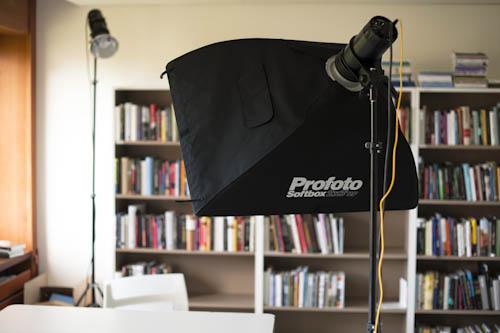 setup_portratt-vid-bord-softbox-kanljus